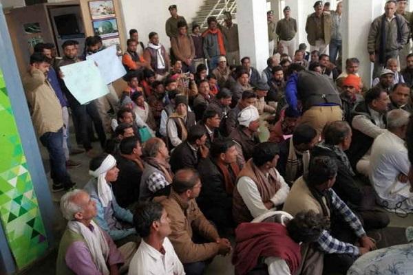 PunjabKesari,Madhya Pardesh Hindi News, Bhopal Hindi News, Bhopal Samachar, Farmer, Assembly, surround, Bhopal Station, Police