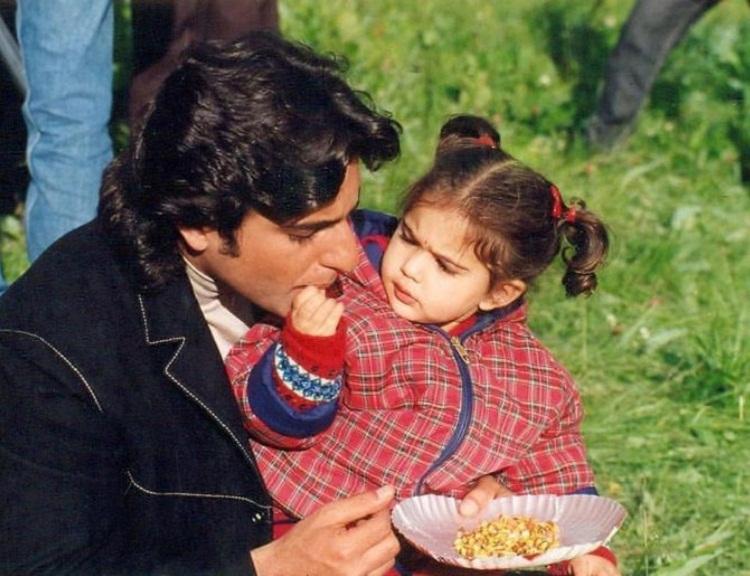 Bollywood Tadka, sara childhood