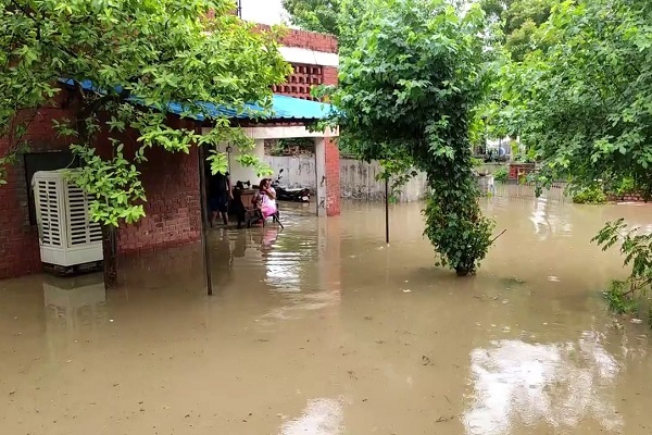 PunjabKesari, People, Sick, day, Rainy, hospital
