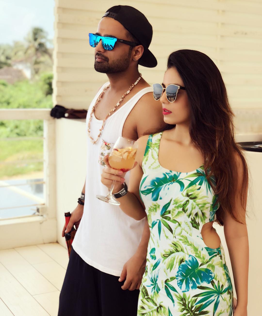 Bollywood Tadka,सृष्टि रोडे इमेज,मनीष नागदेव इमेज, सगाई इमेज,