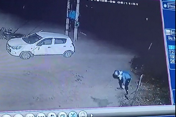 PunjabKesari, Loksabha, Election, CCTV, Attack. Photo