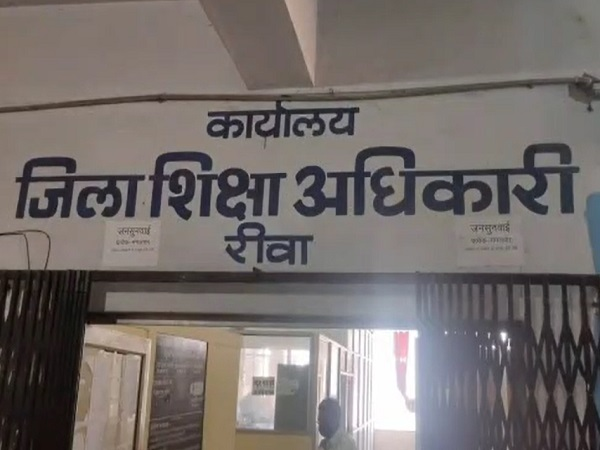 PunjabKesari, Madhya Pradesh, Rewa, drunken teacher, drunken principal, officer suspended