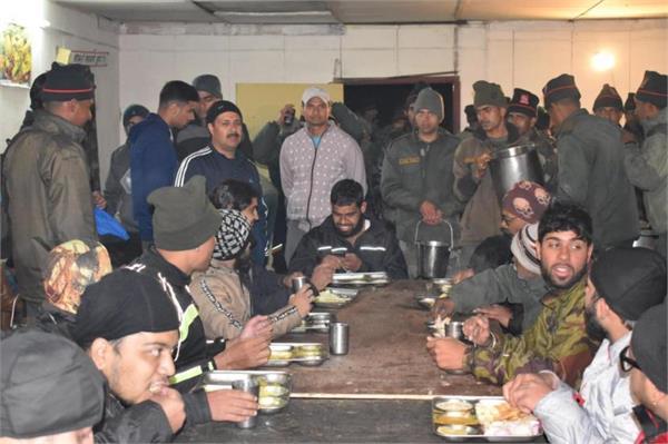 army rescue stranded tourist in siachin