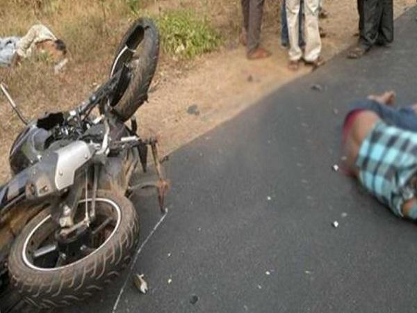 PunjabKesari, madhya Pradesh News, Indore News, Bike, unknown vehicle, heavy collision, road accident, death of 3, police, hospital
