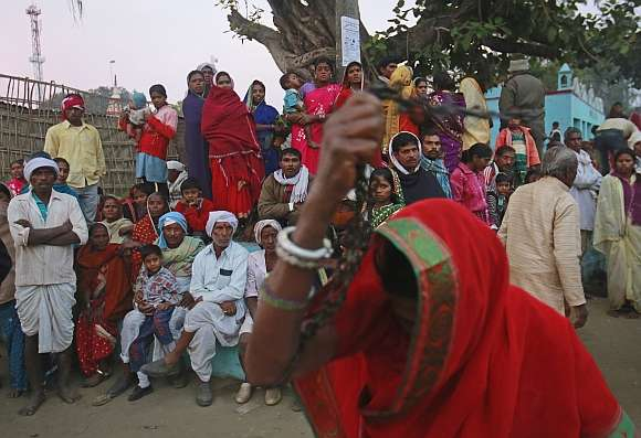 PunjabKesari, Kundli Tv, Purnima and amavasya bhoot mela in betul madhya pradesh, Bhoot mela, Guru Sahib Mandir Malajpur