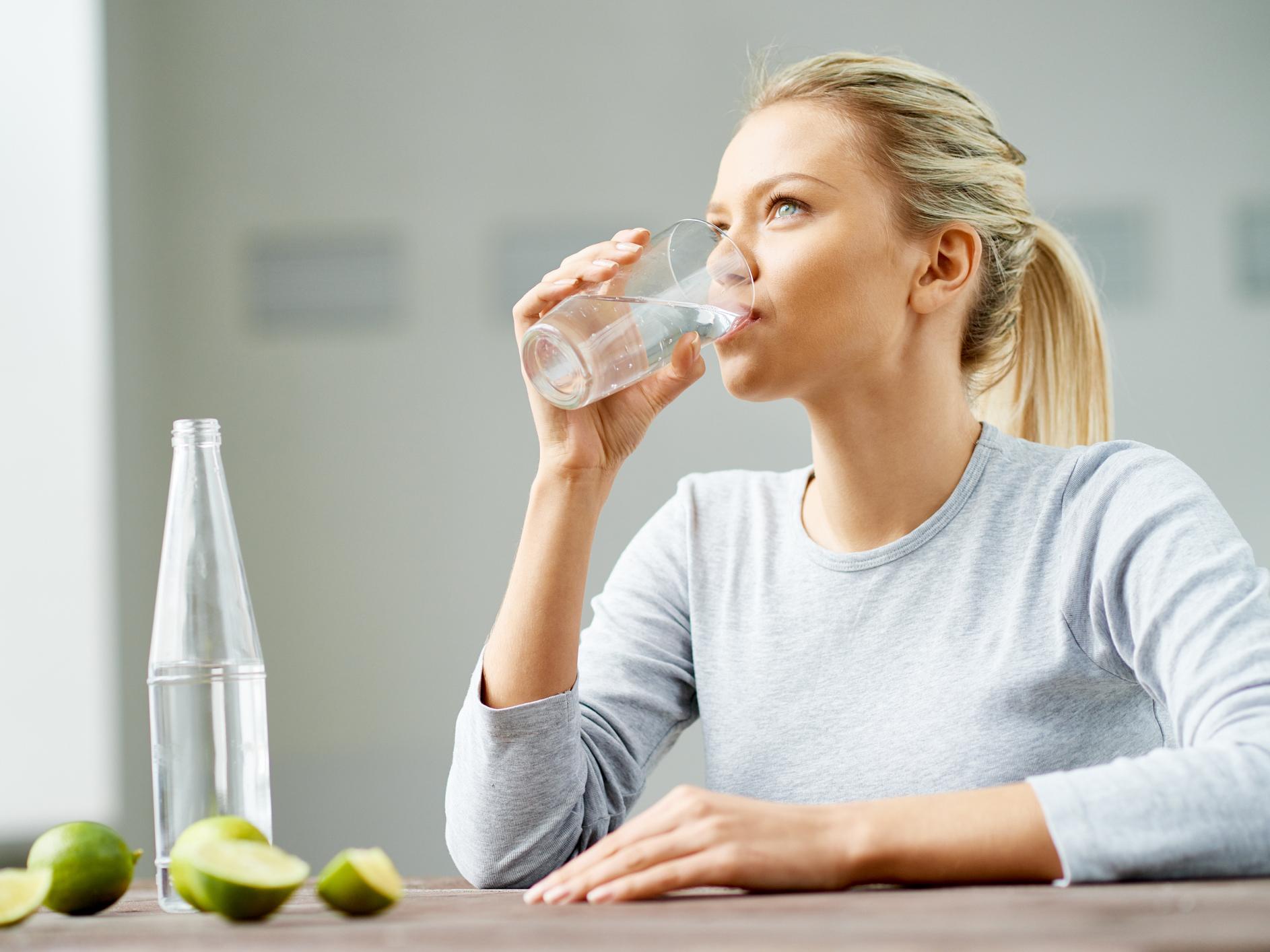 PunjabKesari, Nari, Drnking Water, Images