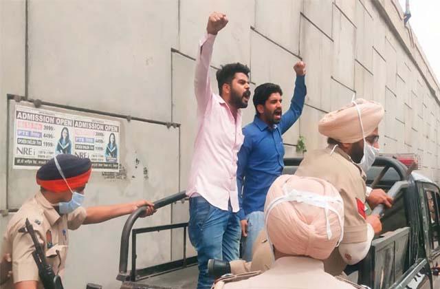 PunjabKesari, teachers-protest-against-education-minister