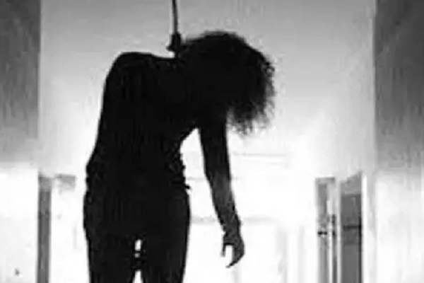 mother scolded daughter for excessive mobile use she committed suicide