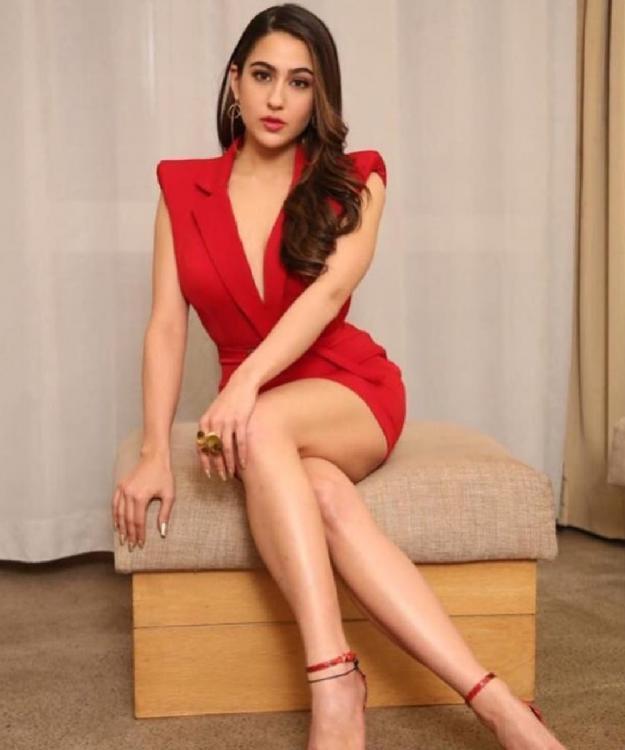 PunjabKesari, Nari, Sara Ali khan Image, Sara In red dress image