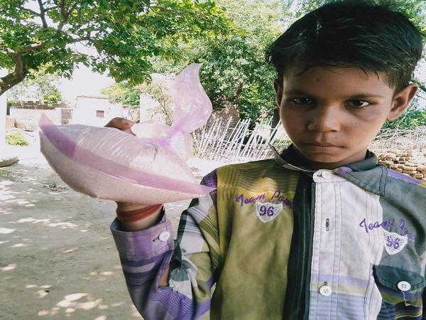 PunjabKesari, Children, fed, insect ration, school children, spoiled grains, Chhattarpur, madhay Pradesh