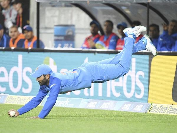 dinesh Karthik wear his teammate uniform in Wellington T20