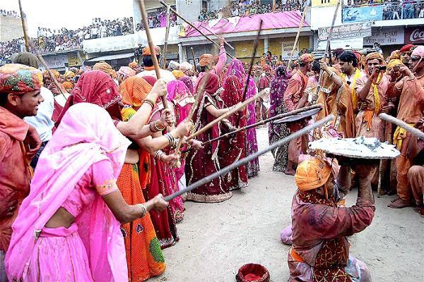 PunjabKesari, kundli tv, lathmar holi image