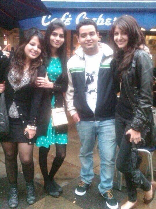 Bollywood Tadka,अनुष्का शर्मा इमेज, साक्षी धोनी इमेज, स्कूल इमेज