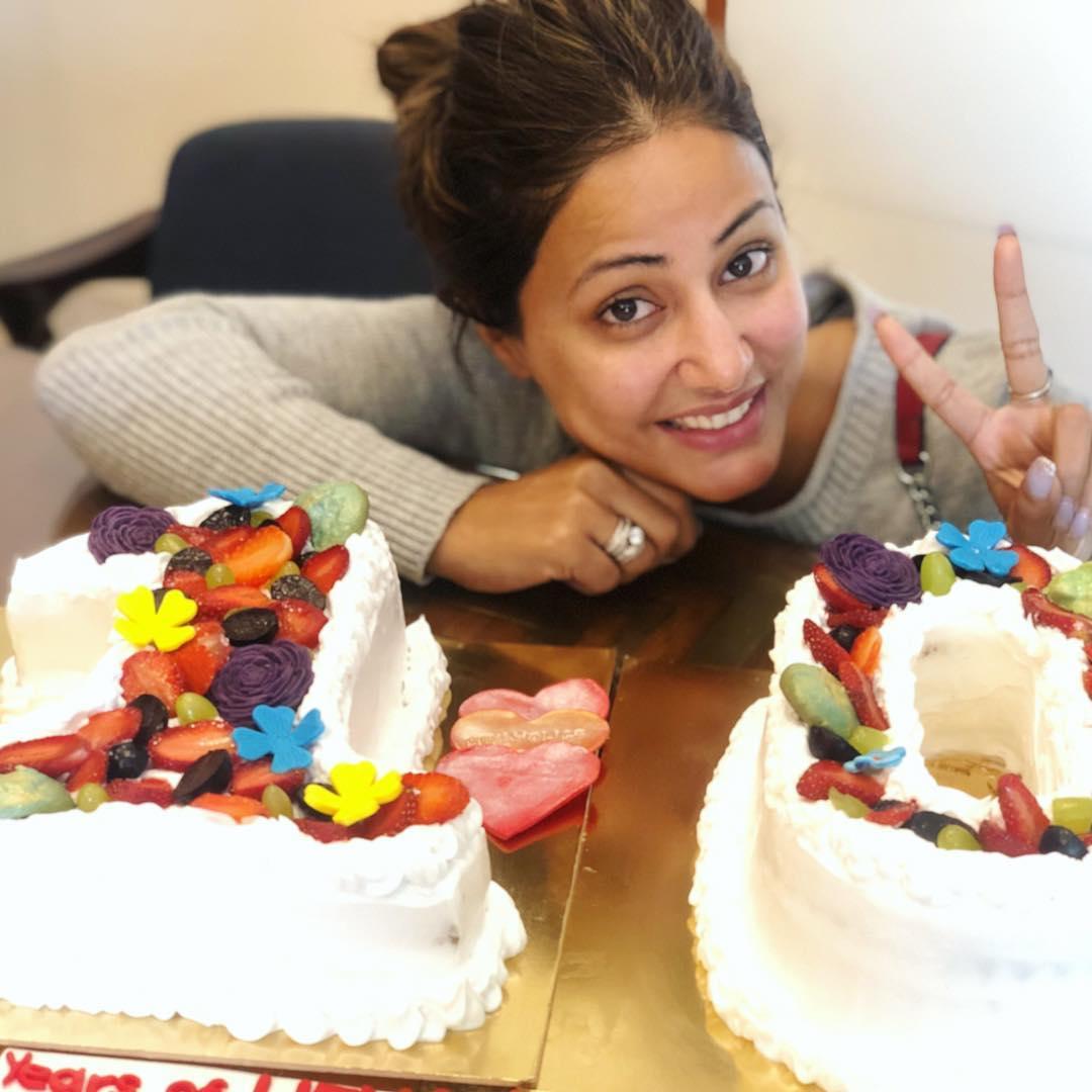 Bollywood Tadka,हिना खान इमेज, 10 साल इमेज, केक इमेज