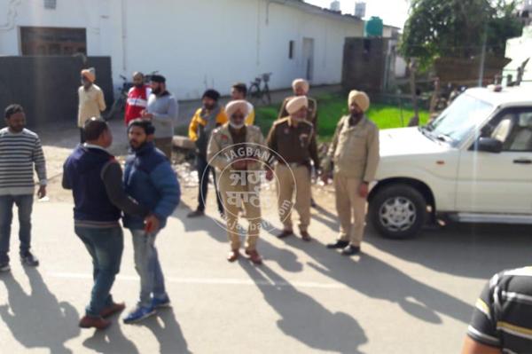 PunjabKesari, Robbery in jewelery shop, shot fired