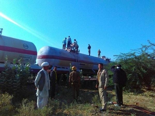 PunjabKesari, Madhya Pradesh, Khandwa, Bhopal, gas leak, Visakhapatnam gas scandal, Punjab Kesari