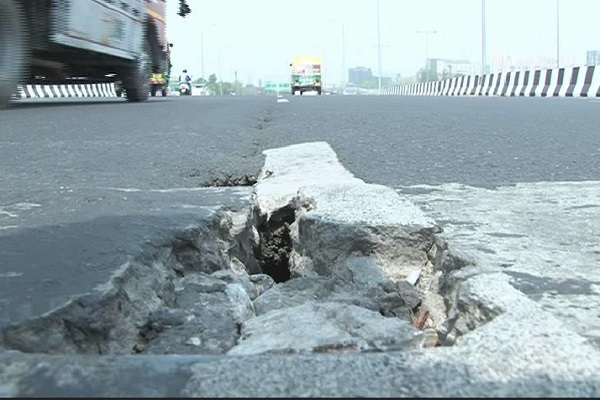 PunjabKesari, PunjabKesari, haryana hindi news, gurugram hindi news, flyover damage, investigation appeal