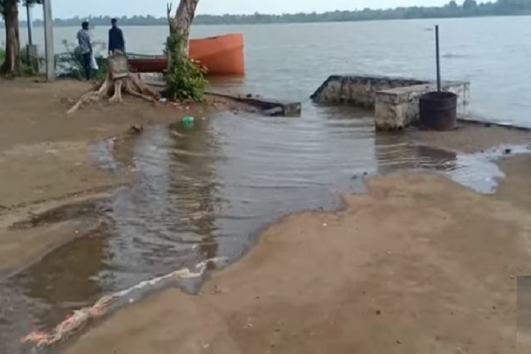 heavy rain in mp rajghat bridge of narmada river submerged