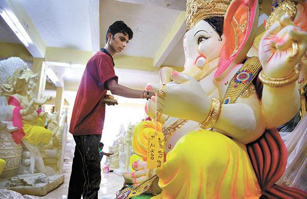 PunjabKesari, भोपाल में गणेश जी की मूर्तियां, Lord Ganesh Idol in Bhopal, Ganesh Chaturthi, Ganesh Utsav, Ganesh Chaturthi 2019, Anant Chaturdashi, Sri ganesh, Lord Ganesh, श्री गणेश, गणेश चतुर्थी, गणेश उत्सव, अनंत चतुर्दशी