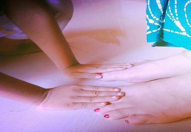 PunjabKesari, Feet Touching Of mother
