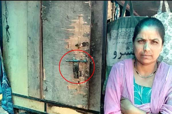 PunjabKesari, Door Lock Image