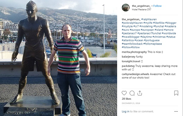 Football fans take sexy photos with Ronaldo Statue