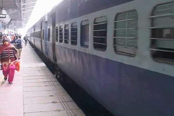 PunjabKesari,fog, train, passenger, express, ticket