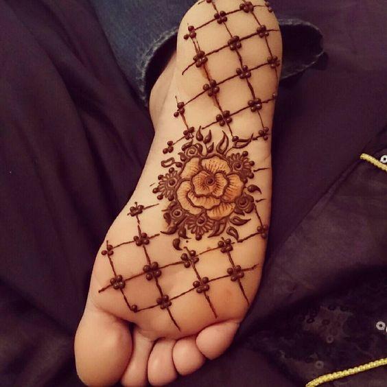 PunjabKesari, Nari, feet sole Mehndi image, Mehndi design