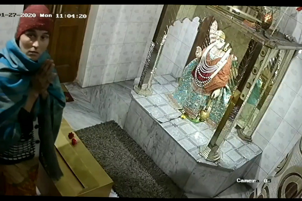 PunjabKesari, crowns stolen from temple imprisoned in cctv