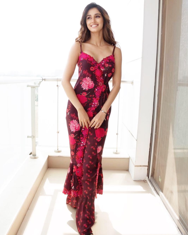 PunjabKesari.Nari, Disha patani image, Floral dress