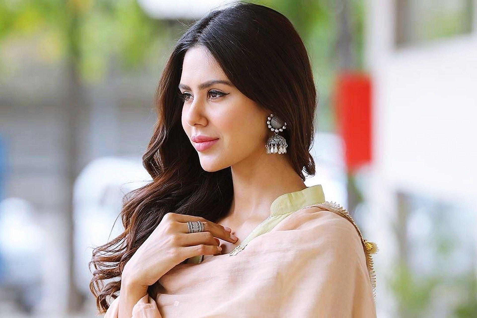 PunjabKesari, Sonam Bajwa Image,  Sonam Bajwa life Story