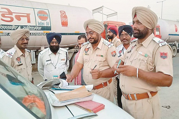 PunjabKesari, Checking of vehicles in Model Town