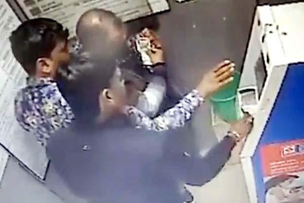 PunjabKesari, ATM Fraud Image