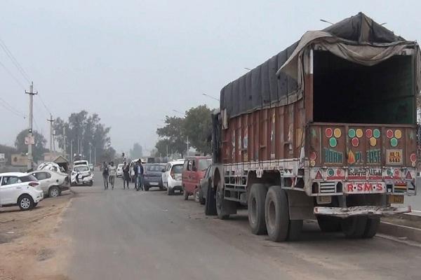 PunjabKesari, mechanic, service, garage, road