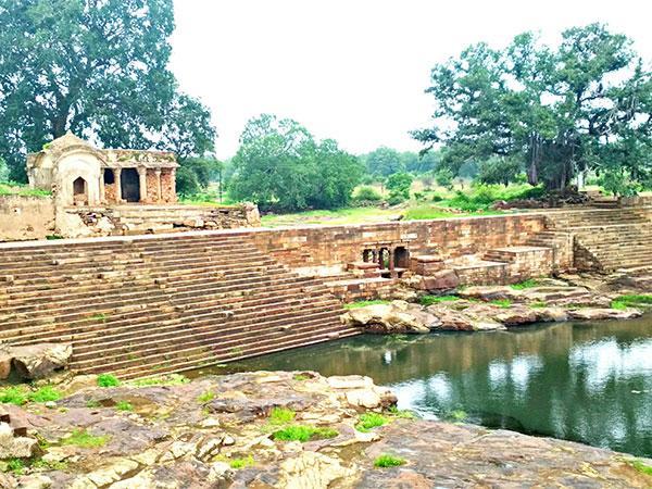PunjabKesari, Dharam, ponds of bilhari, Bilhari, Madhya Pradesh katni, pushpavati, Agyat Dev temple