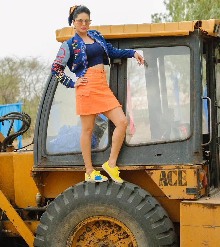 Bollywood Tadka,सनी लियोन इमेज,सनी लियोन फोटो,सनी लियोन पिक्चर,