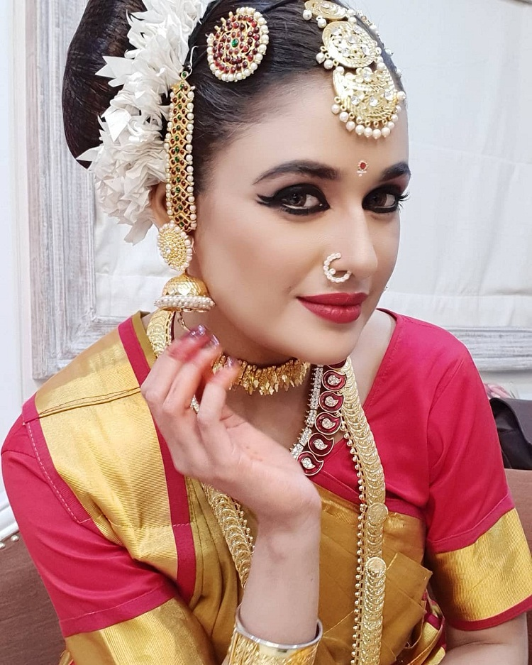 Bollywood Tadka, युविका चौधरी इमेज, युविका चौधरी फोटो, युविका चौधरी पिक्चर