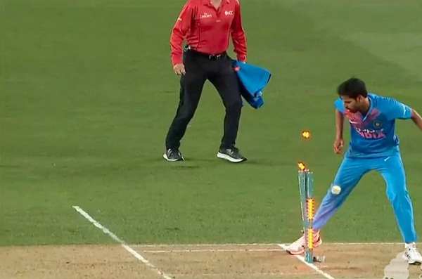 Vijay Shankar amazing Throw to run out Ross taylor got viral