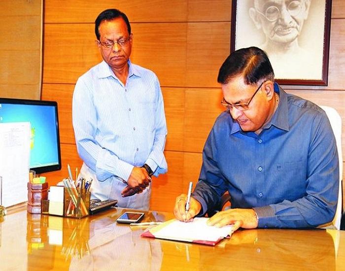 PunjabKesari,Madhya Pardesh Hindi News,Bhopal Hindi News,Bhopal Hindi Samachar,State election commissioner,Opposition in Congress, BP Singh, Kamalntah