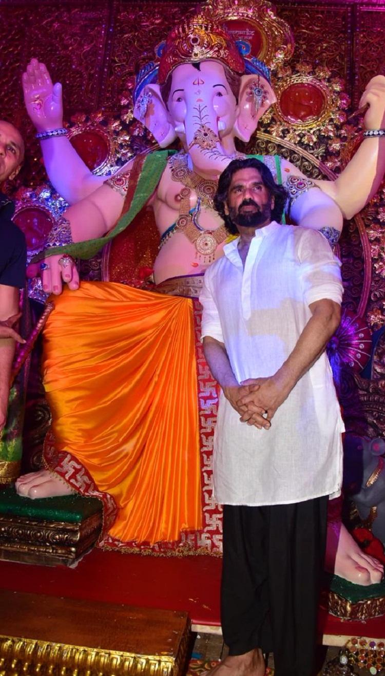 Bollywood Tadka, सुनिल शेट्टी इमेज, सुनिल शेट्टी फोटो, सुनिल शेट्टी पिक्चर