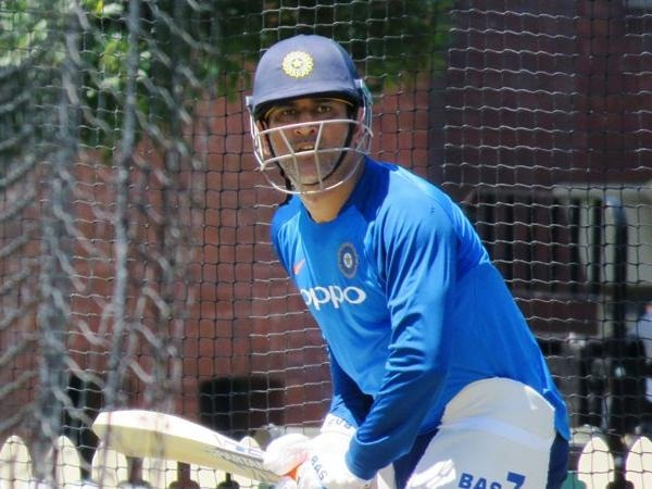 Cricket news in hindi, Ind vs Aus, ODI Series, Wicketkeeper batsman Mahendra Singh Dhoni, During practice, Got hurt