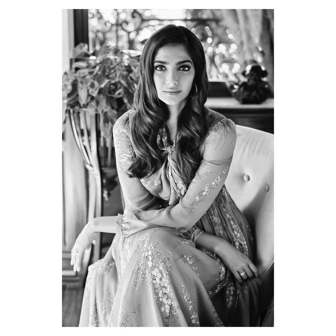 PunjabKesari,सोनम कपूर इमेज, बिजनेस ऑफ फैशन इमेज, यौण शोषण इमेज