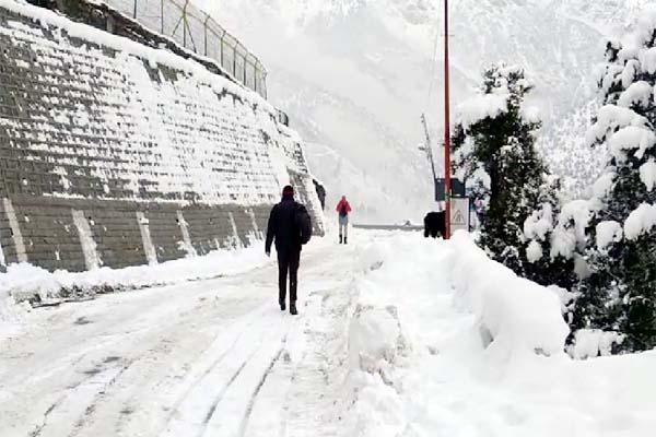 PunjabKesari, Snow in Road Image