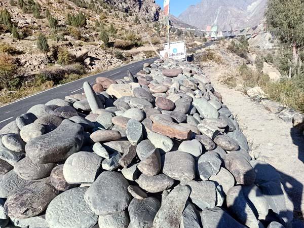 PunjabKesari, Stones Image