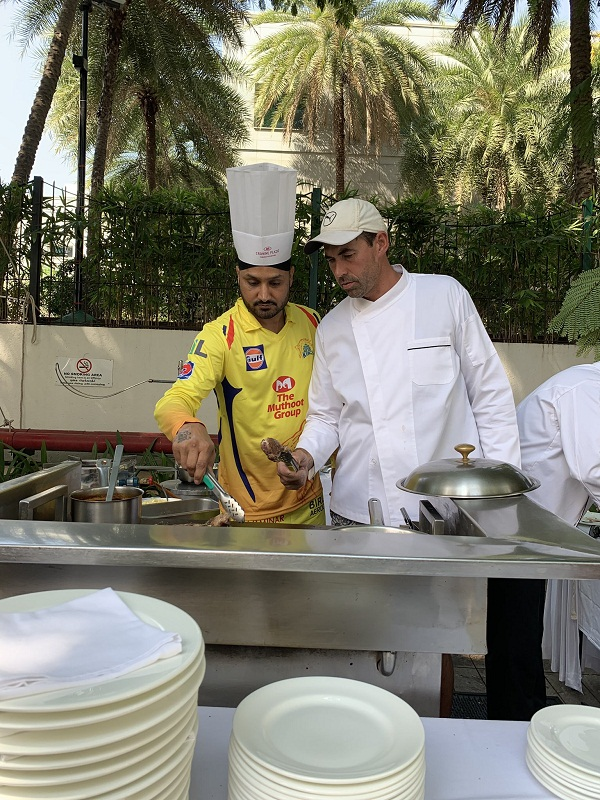 IPL Update : Harbhajan singh learn cooking from Coach fleming