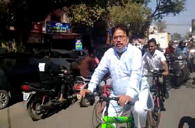 PunjabKesari, Madhya Pradesh, Gwalior, Cabinet Minister Pradyuman Singh Tomar, Cycle Rally, Petrol Diesel
