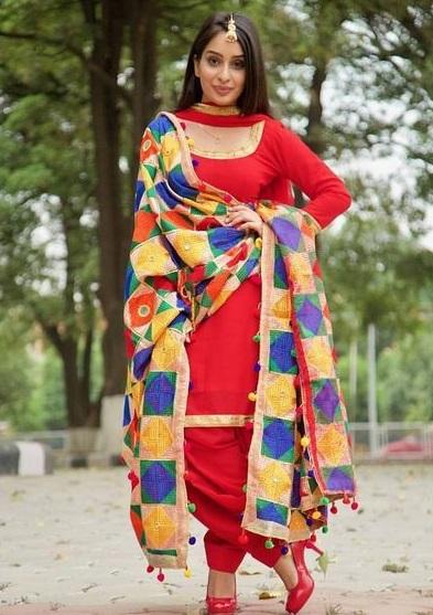 PunjabKesari, सिंपल सूट इमेज,फुलकारी दुपट्टा इमेज, Phulkari  image,Phulkari Dupptta  image