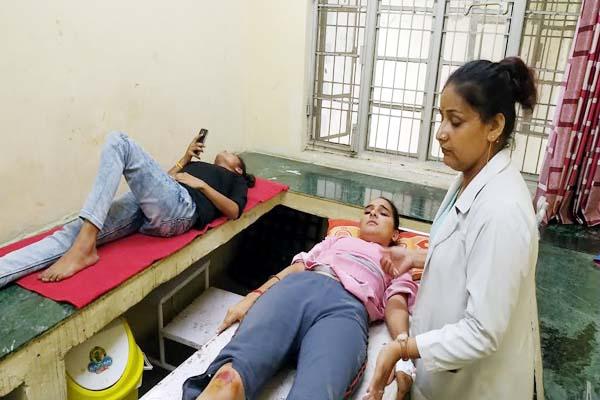 PunjabKesari, Injured Girls Image
