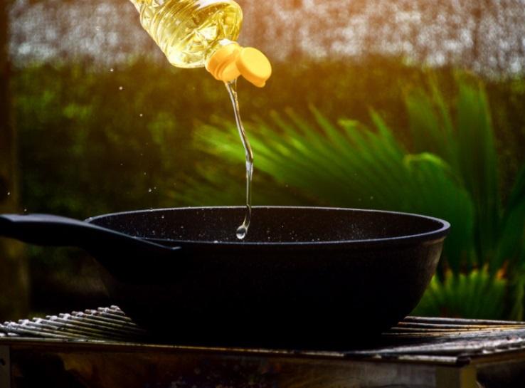 PunjabKesari, Reusing Oil Image