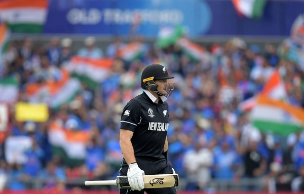 IND v NZ : Virat Kohli Take catch of martin guptill with close eyes